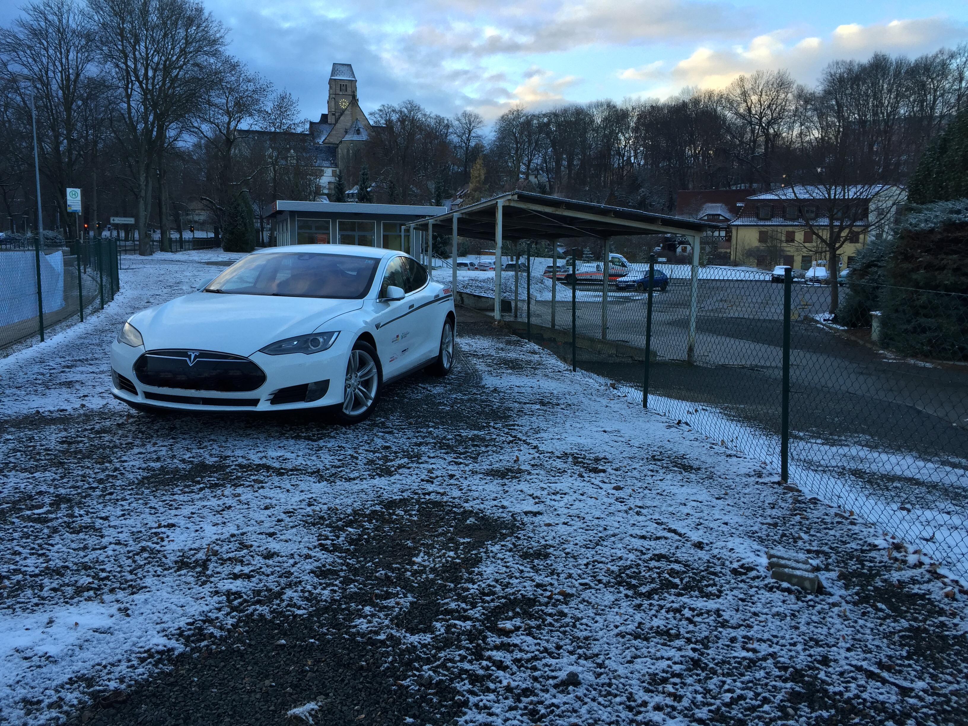 ecario.de - Elektroautovermietung Chemnitz, ecario-car-id 151101 - Tesla Model S 85