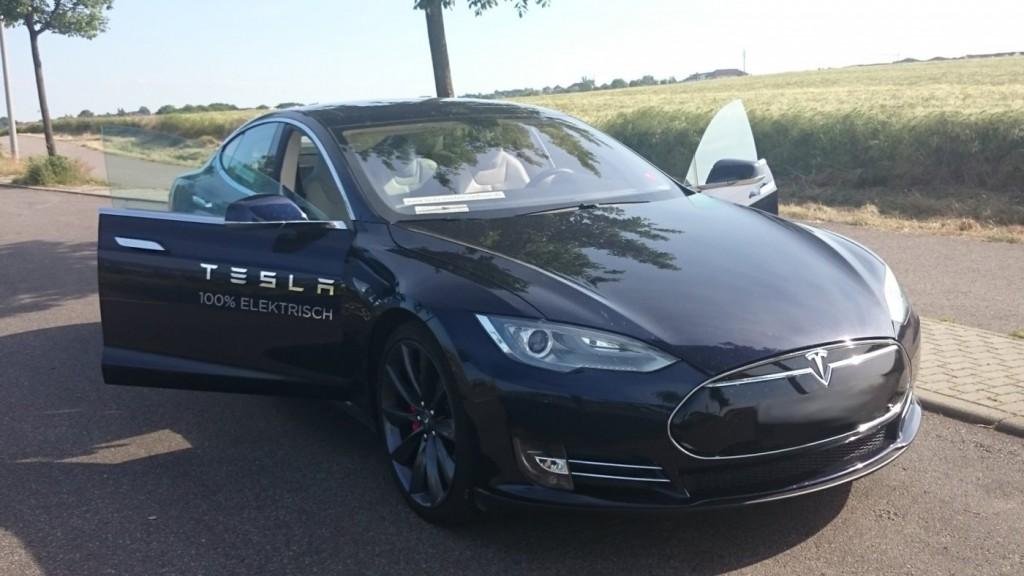 Tesla Model S P85+ Dresden