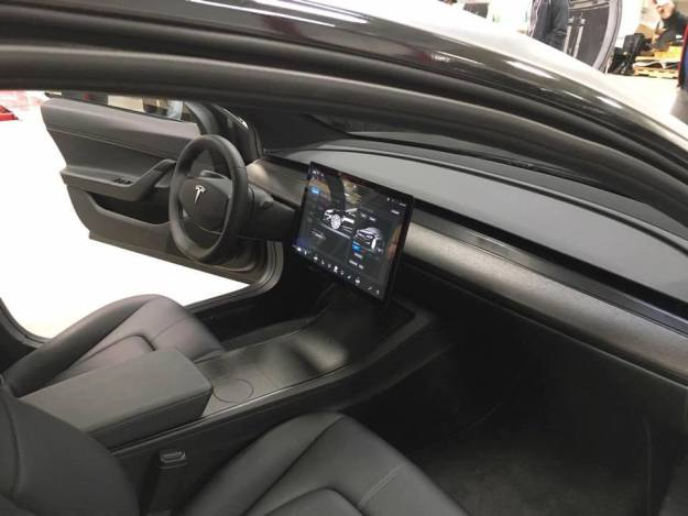 Tesla Model 3 Cockpit und Armaturenbrett 2016