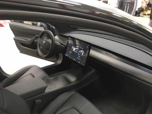 Tesla Model 3 Cockpit und Armaturenbrett 2016