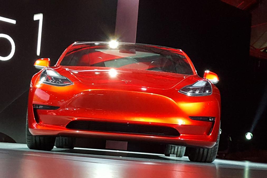 Tesla Model 3 rot Front 2016