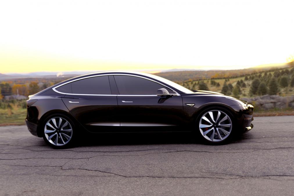 Tesla Model 3 schwarz Seite 2016